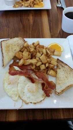 Holiday Inn Effingham: toast, potatoes, bacon, eggs
