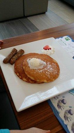 Holiday Inn Effingham: kids' pancakes with sausage