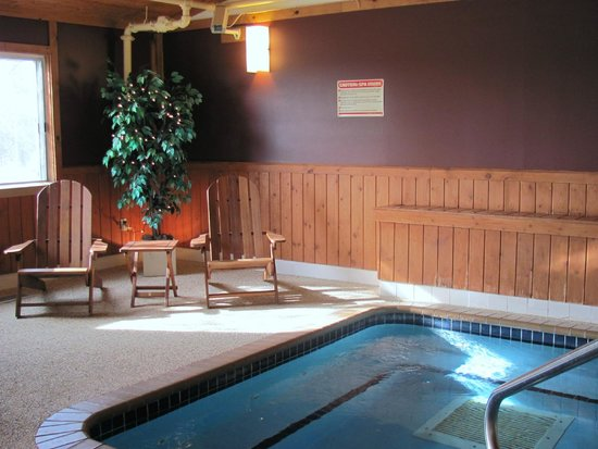 Country Inn of Hoyt Lakes: Hot tub