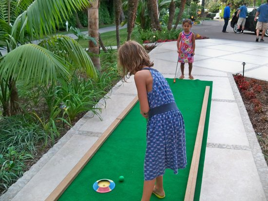 Hotel La Jolla, Curio Collection by Hilton: Who wants to play miniature golf??