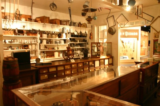 Pink Palace Museum : Pharmacy