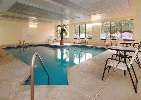Knights Inn Atlanta Airport South : Guest Room
