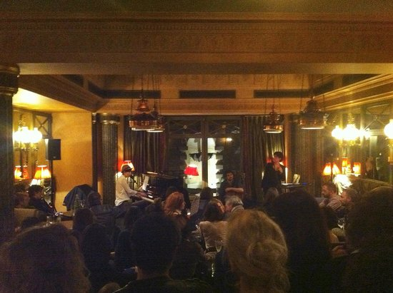 L'Hotel: Maissiat performing in the restaurant, or salon, for the night