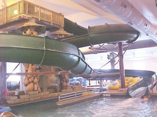 Holiday Inn Hotel & Suites Owatonna: The Great Serengeti Waterpark tube slide