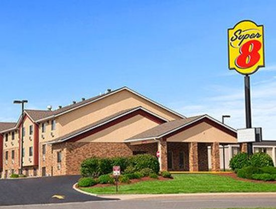 Welcome to Super 8 Collinsville St. Louis
