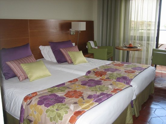 Hotel Marina Rio : The new throws and pillows on the beds