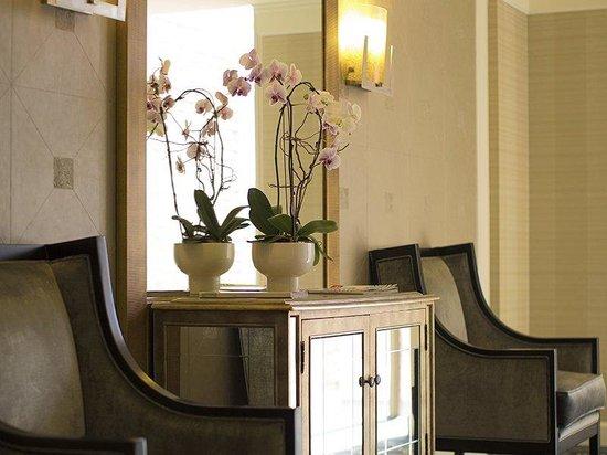 Georgian Court Hotel, BW Premier Collection : Hotel Interior Decor - Orchid Floor