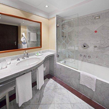 NH Roma Leonardo da Vinci: Bathroom