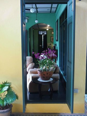 Baan Pra Nond Bed & Breakfast : A view into the Common Room