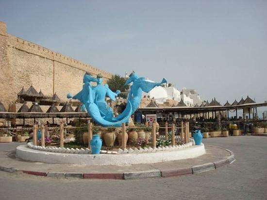 Sidi Bouhdid: Outside restaurant
