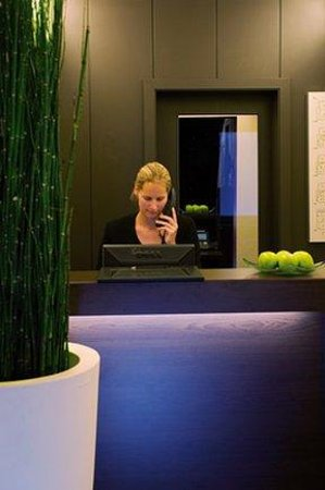 NH Frankfurt Villa: Front Office