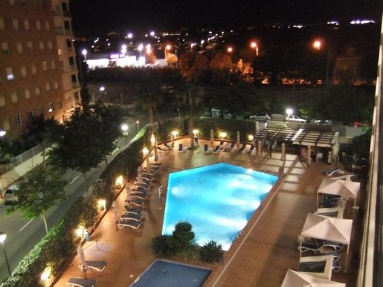 TRYP Port Cambrils : Pool by night
