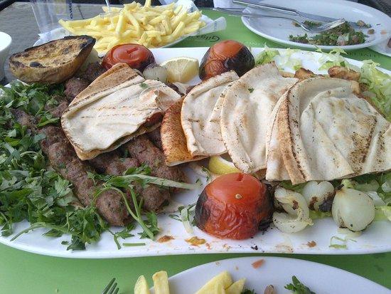 Gilgamesh Grill: Sish tawook sish + kebap