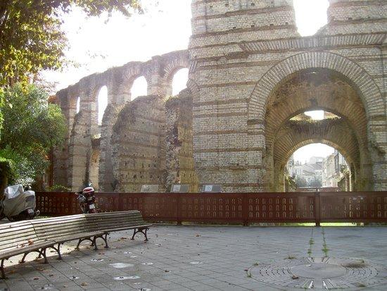 Ecolodge des Chartrons : Roman Ampitheatre Remains