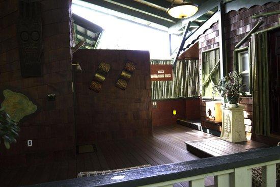 Volcano Hale: Espace extérieur commun pour accès à la suite Tree House
