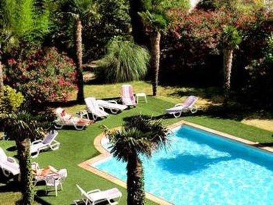 Photo of Hotel du Parc Entraigues-sur-la-Sorgue