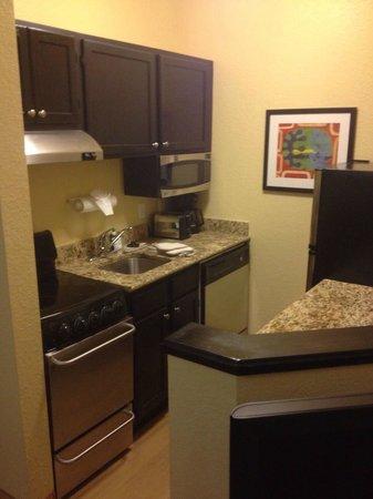 TownePlace Suites Miami Lakes: Kitchen