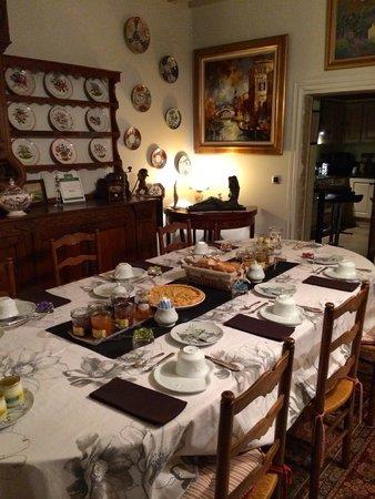 Le Manoir Sainte Victoire : Breakfast area