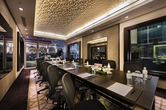 The Fullerton Bay Hotel Singapore : Floating Event Pods Interior Meetings