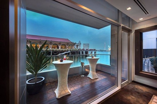 The Fullerton Bay Hotel Singapore : Floating Event Pods Exterior