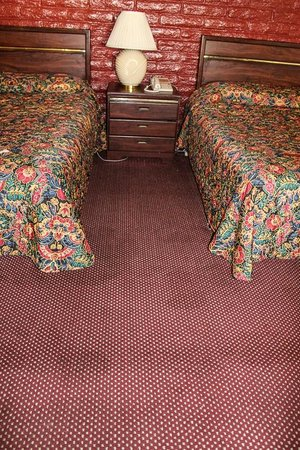 Fallbrook Country Inn : stained floor