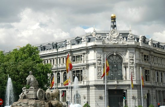 Central Bank of Spain (Banco de Espana) : Fuente de la Cibeles in front of the Central Bank of Spain
