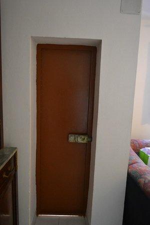 Flowery Inn Villa: porta d'ingresso