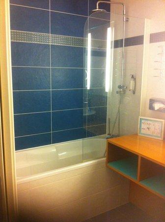 Best Western Plus Hotel De La Regate : baignoire