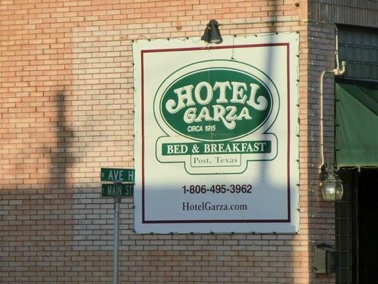 Hotel Garza Bed and Breakfast: Hotel Garza Welcome sign