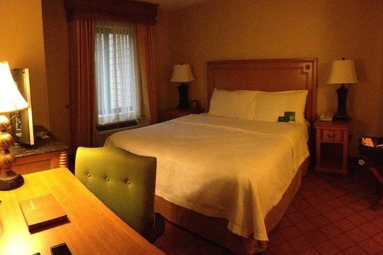 Homewood Suites by Hilton Boston/Cambridge-Arlington: Bedroom of suite