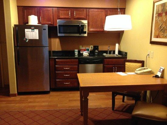 Homewood Suites by Hilton Boston/Cambridge-Arlington: KItchen