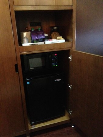 Four Points by Sheraton Edmonton Gateway: Coffee Maker, Microwave, Refrigerator