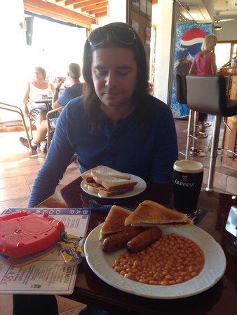 Bar Dona Ana : Tobias catching up on some British grub