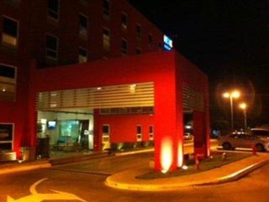 Hotel HEX: Entrada Principal al Hotel