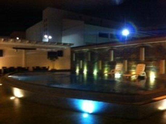 Hotel HEX: Piscina