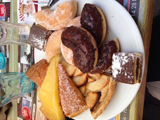 La Salsa Cafe : Buffet de dessert! Humm!!! (gourmande)