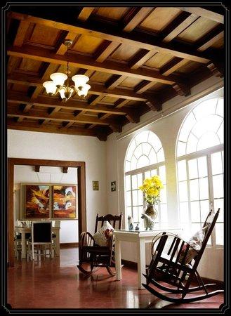 Bistro 8187 Magnificent Antique Wooden Ceilings