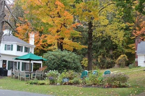 Garden Gables Inn: the grounds