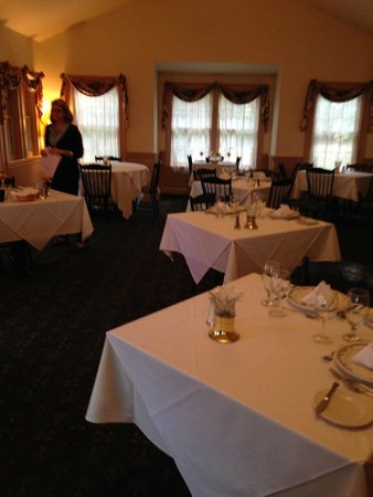 West Chesterfield, NH : Chesterfield Inn dining