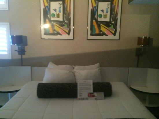 Ramada Plaza by Wyndham West Hollywood Hotel & Suites : Ramada Plaza West Hollywood - Loft view upstairs bedroom