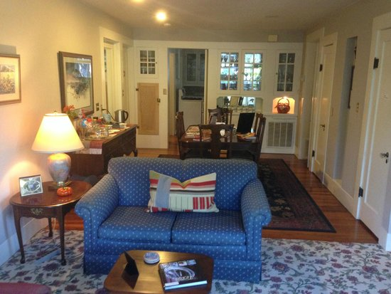 Magnolia House Bed and Breakfast : Cookies available in this room!!