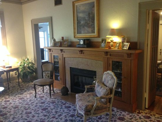 Magnolia House Bed and Breakfast : a very pleasant sitting area