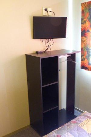 Tiki Lodge: Double room - TV