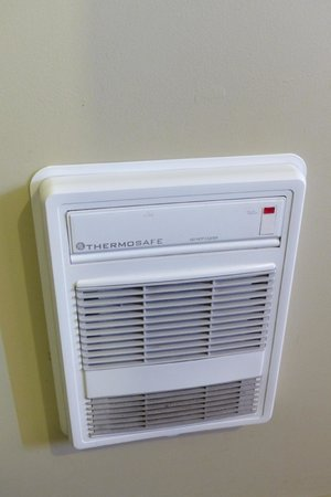 Tiki Lodge: In room heater