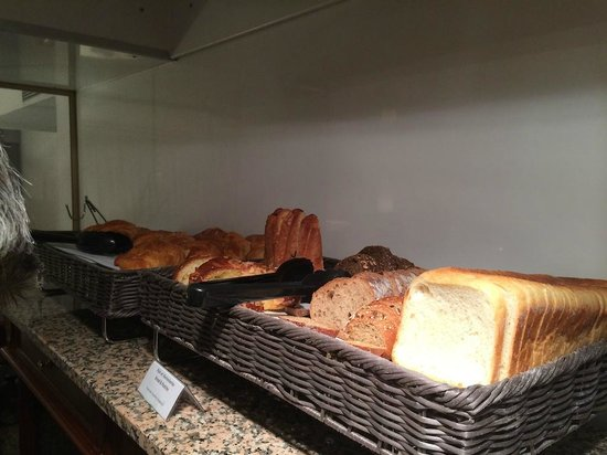 Diana Dauphine: lots of breads to choose from
