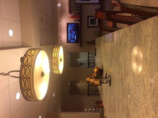 Hampton Inn Tampa-Veterans Expwy (Airport North): Lobby, breakfast place.