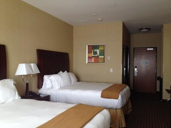 Holiday Inn Express Hotel and Suites Newport: hotel room