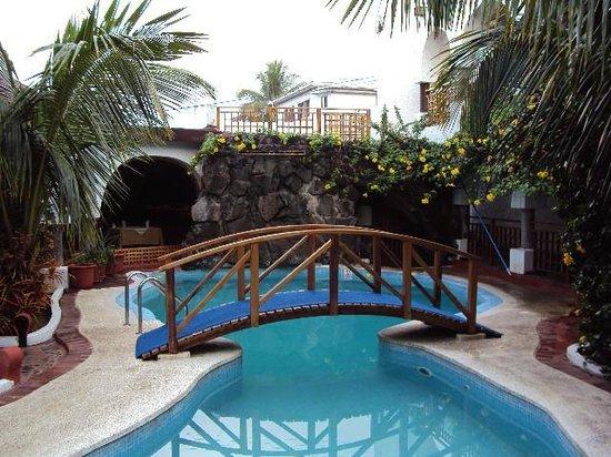 Piscina e jardins do hotel Silberstein