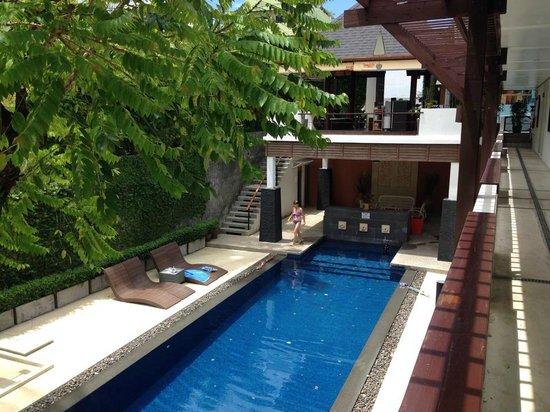 Surintra: pool area