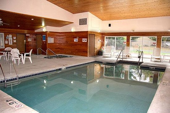Country House Motel: Indoor Pool set at 88 Degrees